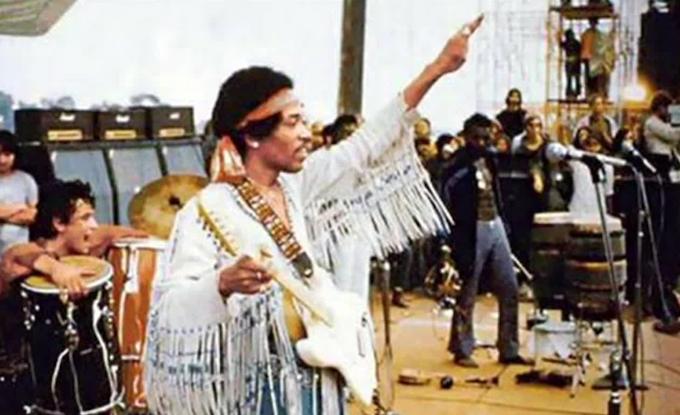 47 anni fa iniziava il Festival di Woodstock jimi